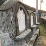 プロジェクト美術による校門のモルタル造形作品